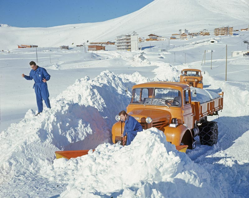 """N°10 - L 64-6 M3 4X4 cabine relaxe 1965 """"Chasse neige"""" L64-hu10"""