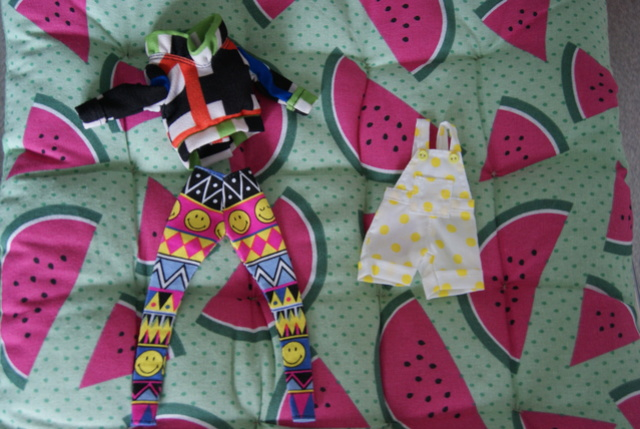 [Ventes] Jupe, pull, t-shirts - taille Pullip/Dal/Blythe Dsc09113