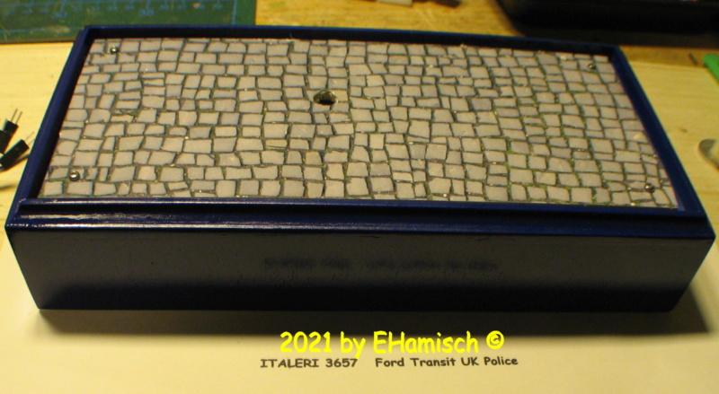 ITALERI 3657 Ford Transit UK Police Img_0110