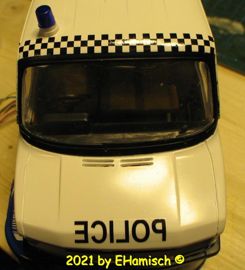 ITALERI 3657 Ford Transit UK Police Img_0216