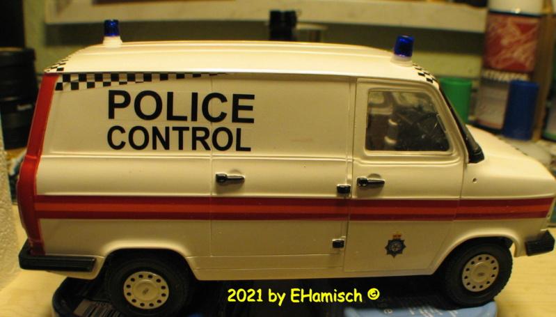 ITALERI 3657 Ford Transit UK Police Img_0217