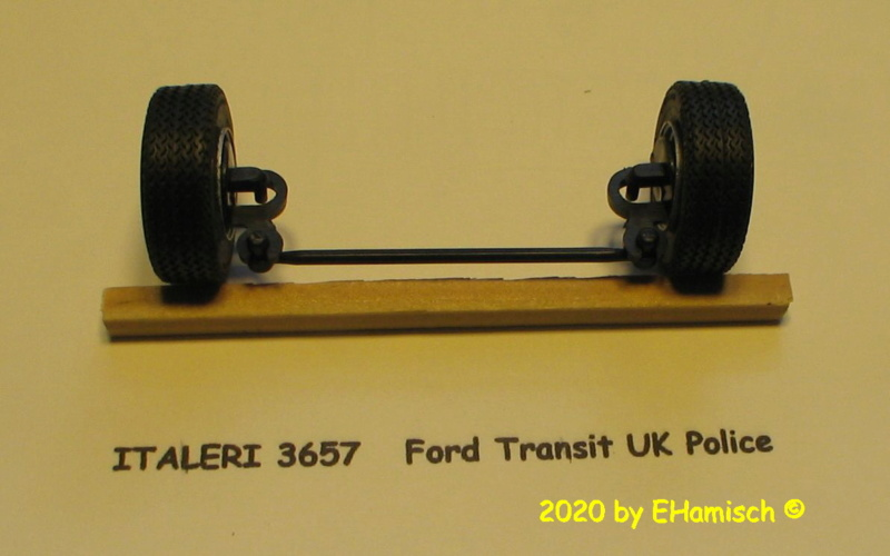 ITALERI 3657 Ford Transit UK Police Img_9711