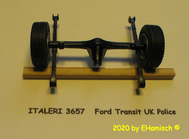 ITALERI 3657 Ford Transit UK Police Img_9713