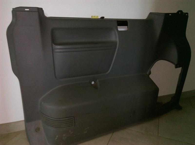 AV panneaux habillage intérieur T5 caravelle 2004 Arr_dr10