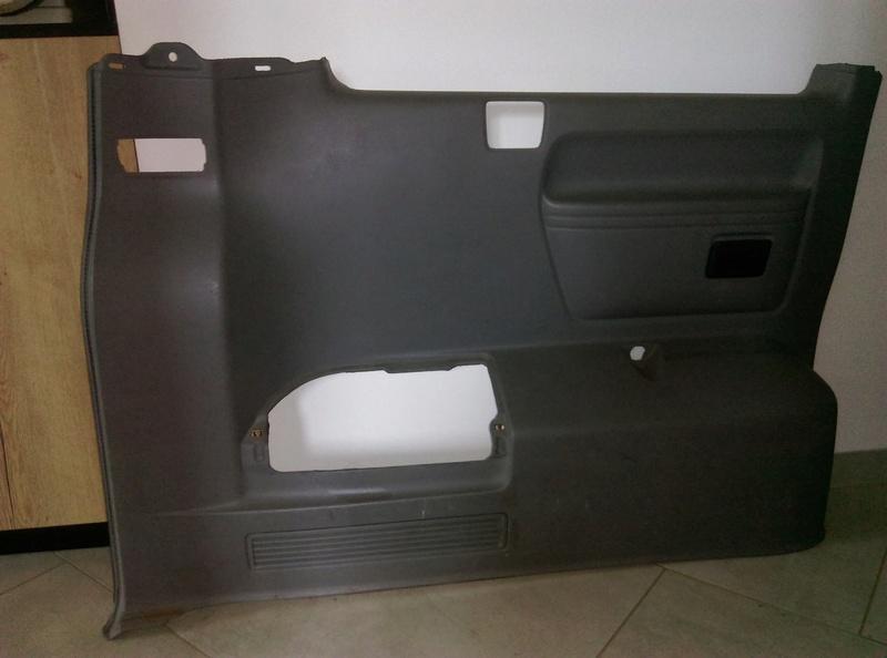 AV panneaux habillage intérieur T5 caravelle 2004 Arr_ga10