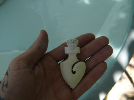 Sculpture sur os (création d'un pendentif) P1160112