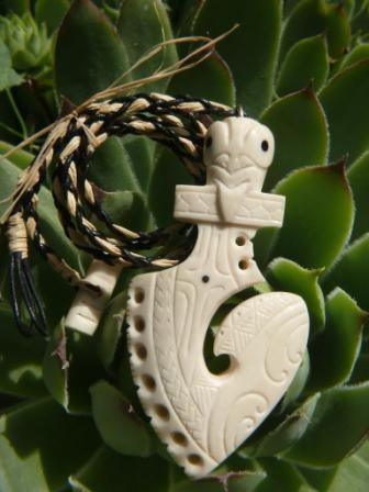 Sculpture sur os (création d'un pendentif) P1160115