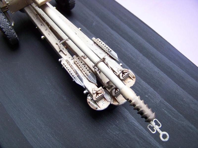 Howitzer D30 de 122mm au 1/35 de Trumpeter et Ural 4320 de zvezda 100_4315