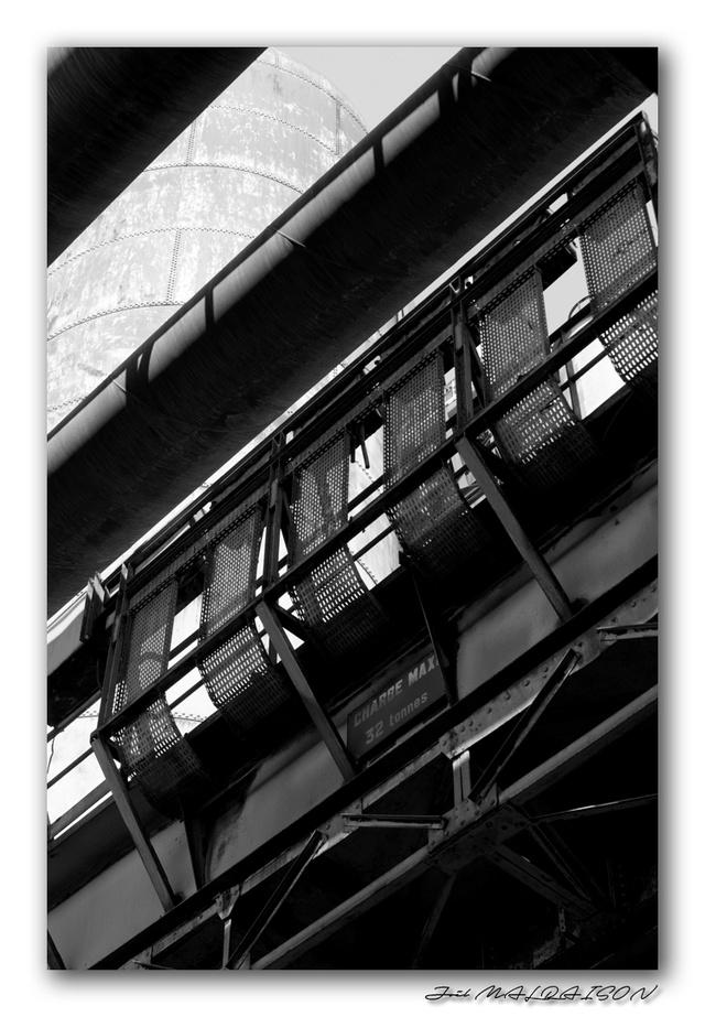 Noir et Blanc / Sépia / Désaturation partielle / Traitements divers - Page 6 Imgp0011