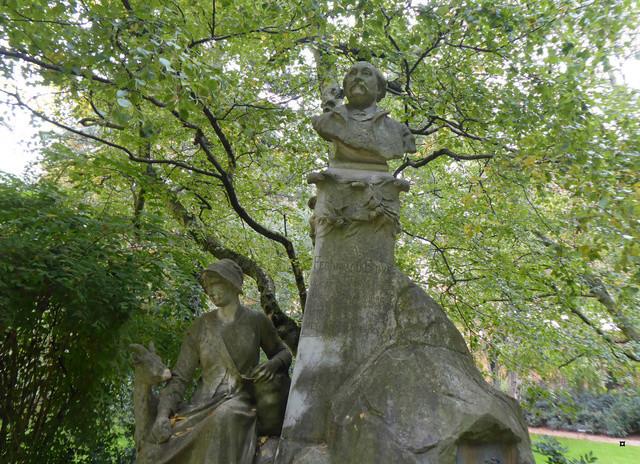 Choses vues dans le jardin du Luxembourg, à Paris - Page 5 P1000712