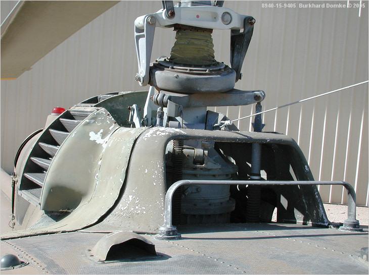 """Bell Huey UH-1H """"NASA"""" - Revell - 1/72 - Page 10 100810"""