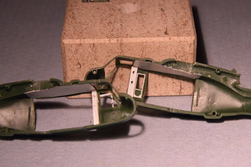 """Bell Huey UH-1H """"NASA"""" - Revell - 1/72 - Page 10 10510"""