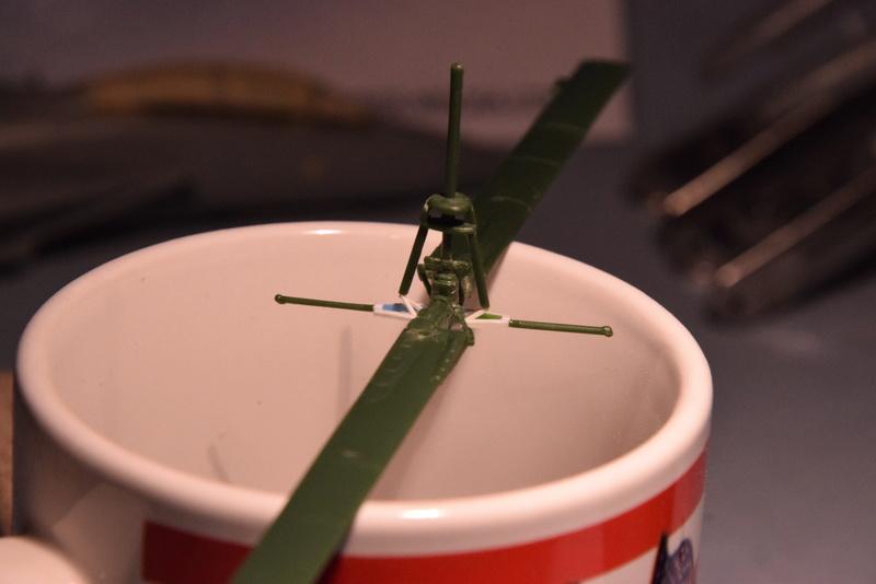 """Bell Huey UH-1H """"NASA"""" - Revell - 1/72 - Page 10 10710"""