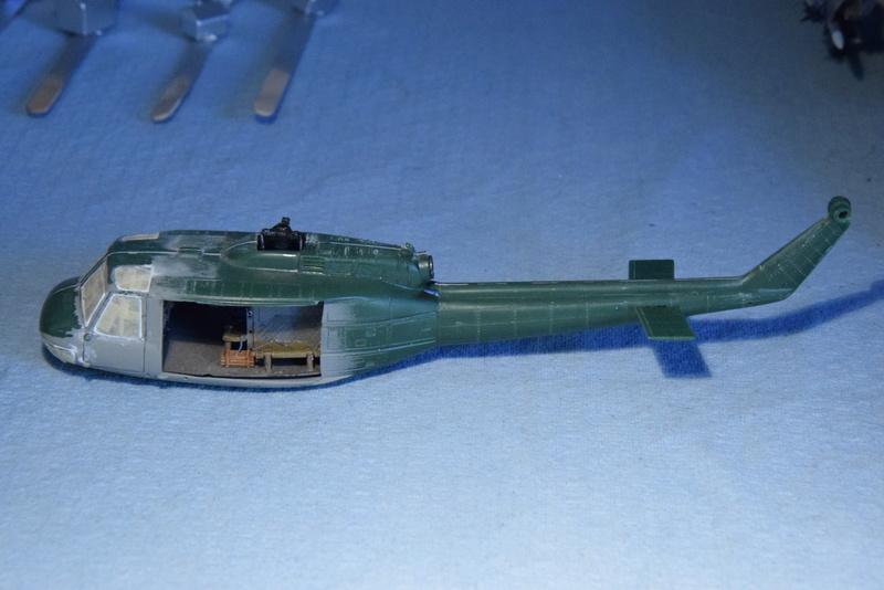 """Bell Huey UH-1H """"NASA"""" - Revell - 1/72 - Page 17 16210"""