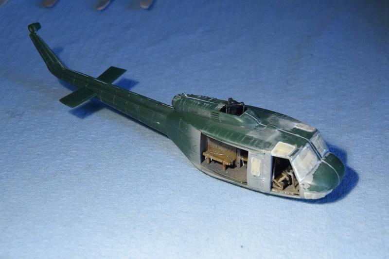 """Bell Huey UH-1H """"NASA"""" - Revell - 1/72 - Page 17 16310"""