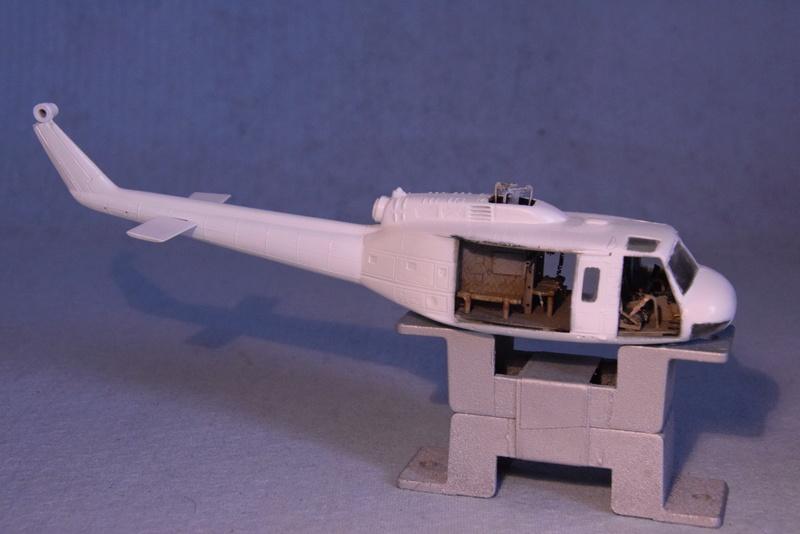 """Bell Huey UH-1H """"NASA"""" - Revell - 1/72 - Page 18 16710"""