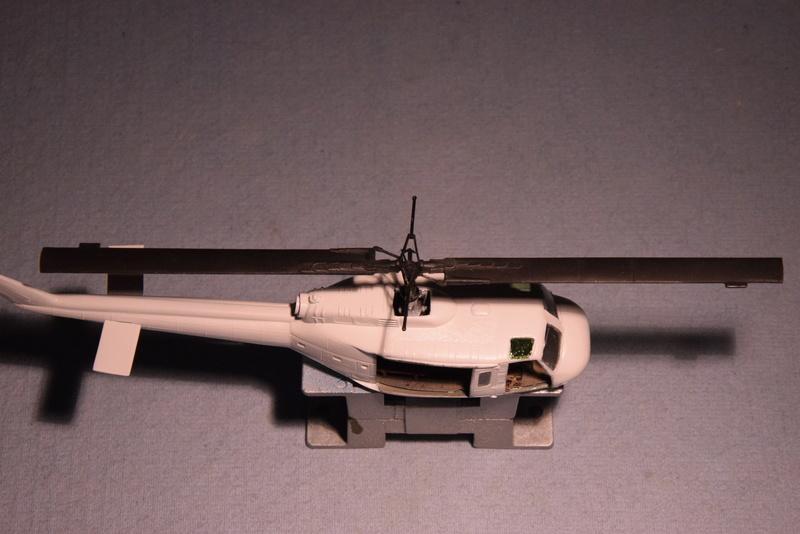 """Bell Huey UH-1H """"NASA"""" - Revell - 1/72 - Page 18 16910"""