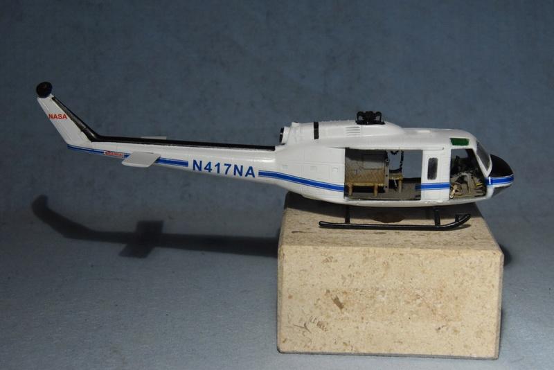"""Bell Huey UH-1H """"NASA"""" - Revell - 1/72 - Page 19 17410"""