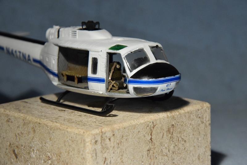 """Bell Huey UH-1H """"NASA"""" - Revell - 1/72 - Page 19 17510"""