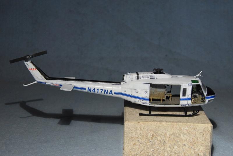 """Bell Huey UH-1H """"NASA"""" - Revell - 1/72 - Page 19 17710"""