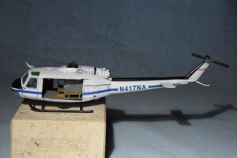 """Bell Huey UH-1H """"NASA"""" - Revell - 1/72 - Page 19 17810"""