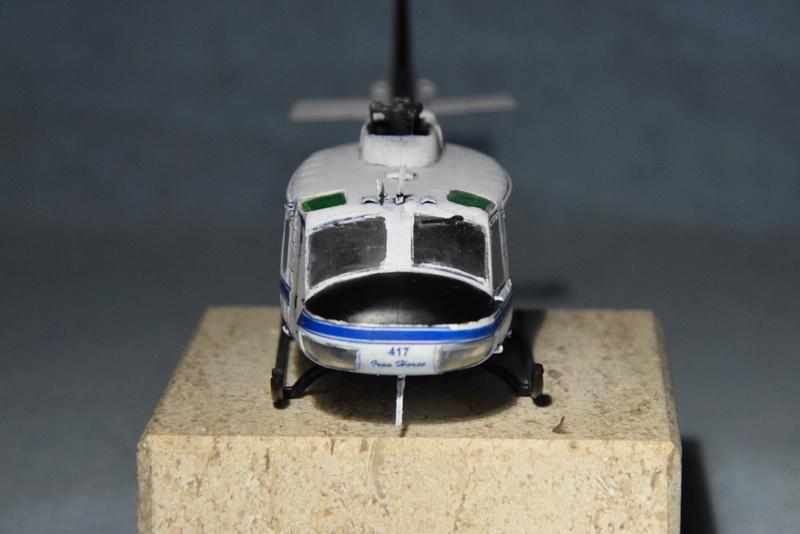 """Bell Huey UH-1H """"NASA"""" - Revell - 1/72 - Page 19 17910"""
