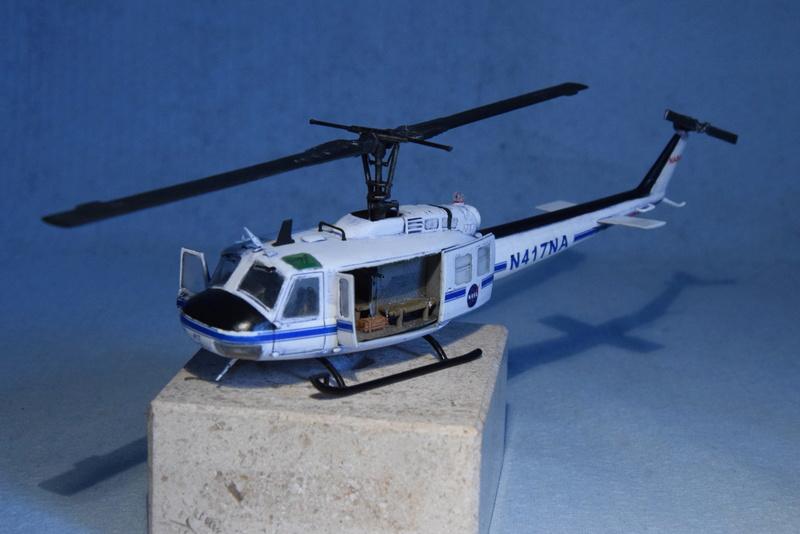 """Bell Huey UH-1H """"NASA"""" - Revell - 1/72 - Page 19 18010"""