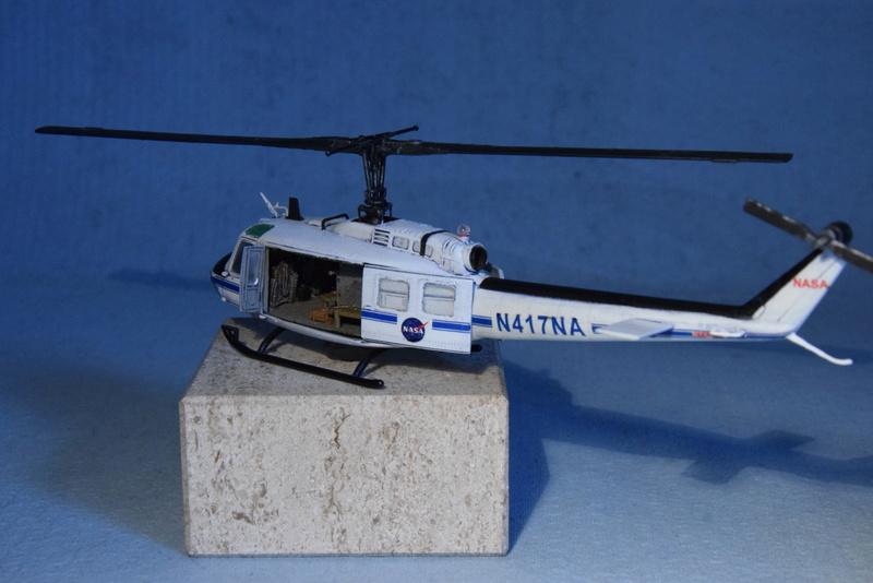 """Bell Huey UH-1H """"NASA"""" - Revell - 1/72 - Page 19 18110"""