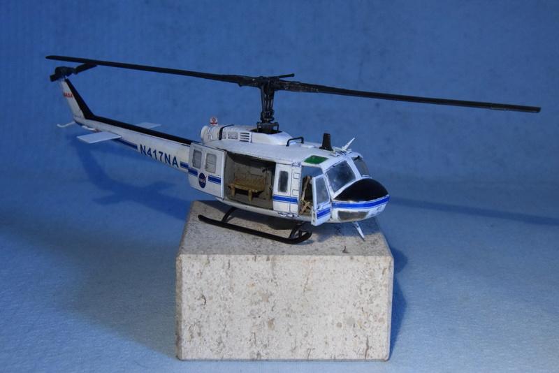 """Bell Huey UH-1H """"NASA"""" - Revell - 1/72 - Page 19 18210"""