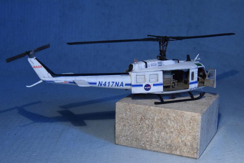 """Bell Huey UH-1H """"NASA"""" - Revell - 1/72 - Page 19 18310"""