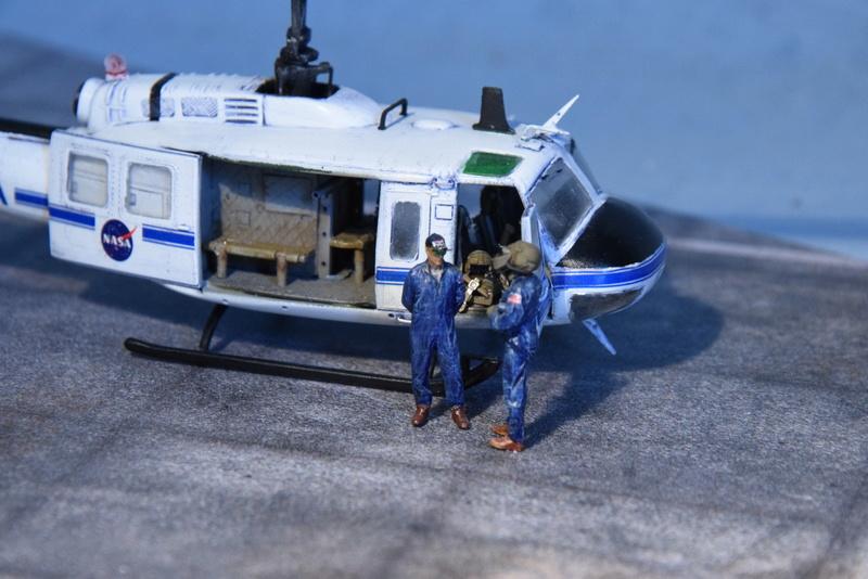 """Bell Huey UH-1H """"NASA"""" - Revell - 1/72 - Page 20 18410"""