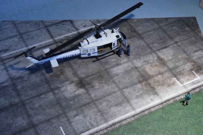 """Bell Huey UH-1H """"NASA"""" - Revell - 1/72 - Page 20 18510"""