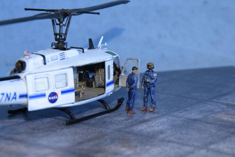 """Bell Huey UH-1H """"NASA"""" - Revell - 1/72 - Page 20 18710"""