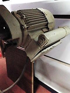 remplacer un disjoncteur démarreur sur un moteur monophasé 220 V 210