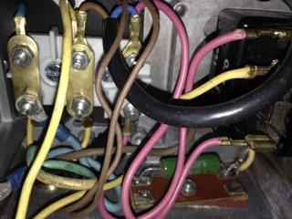 remplacer un disjoncteur démarreur sur un moteur monophasé 220 V Connex10
