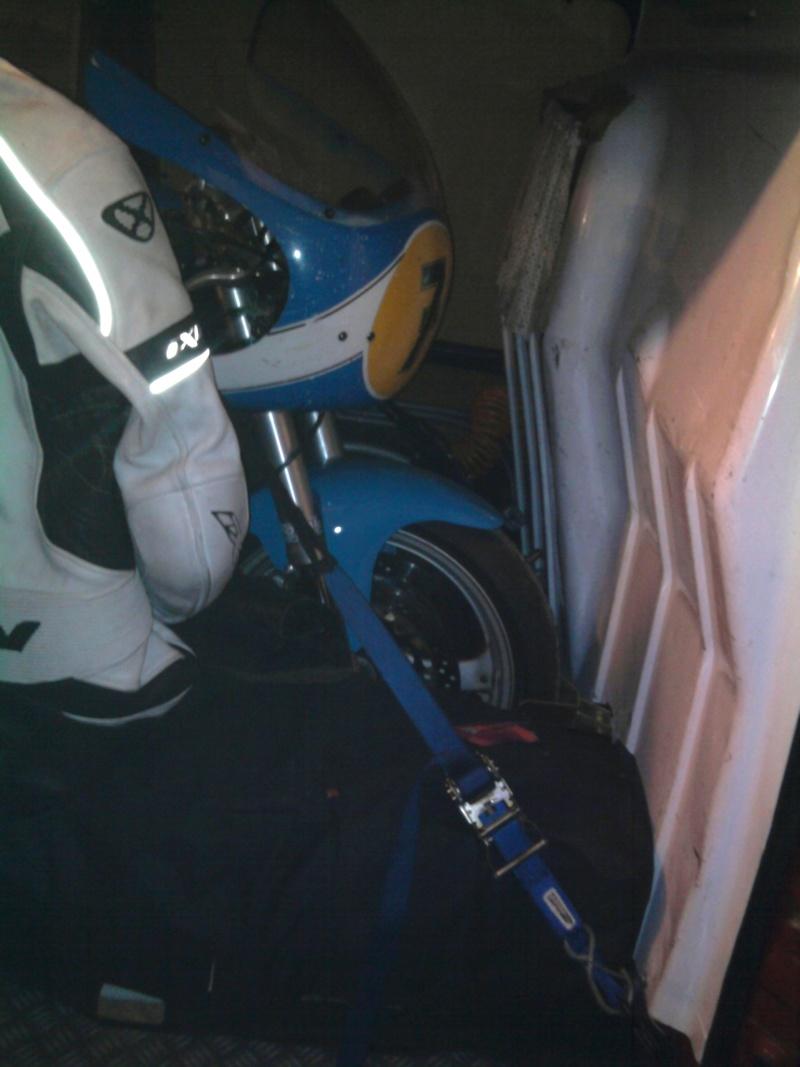 Des photos de vos jumpy/expert/scudo chargés avec moto(s) HELP ! - Page 2 Photo012