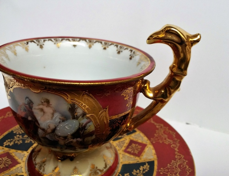 Old teacup with an hippogriff as a handle. Anyone can help me to recognize  20171222