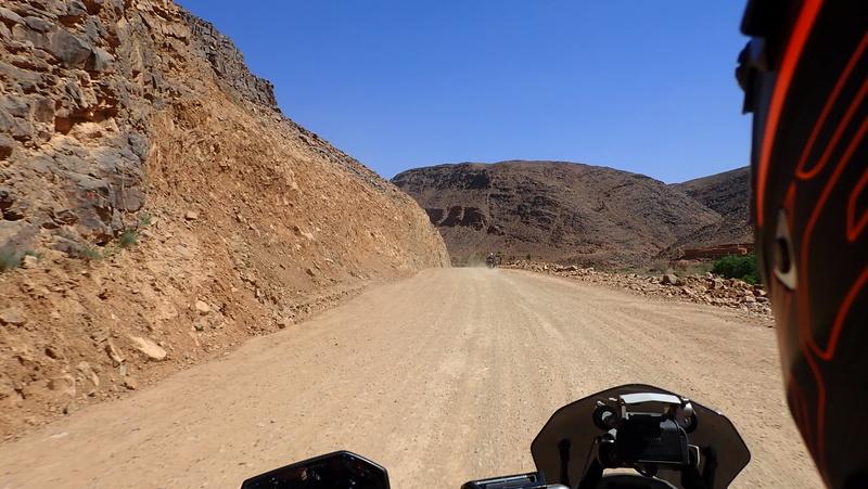 La traversée du Djebel Saghro n'est plus une piste ... P3300012