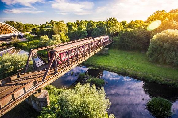 Puzzle #69 / Le vieux train sur le vieux pont Train10