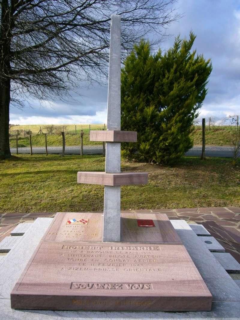 stèle Robert Iribarne Itxassou 08p11111
