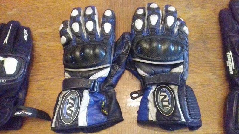 vous avez quoi comme gants?? 24174111