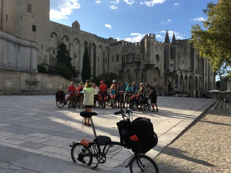 Sous le pont d'Avignon Img_0712