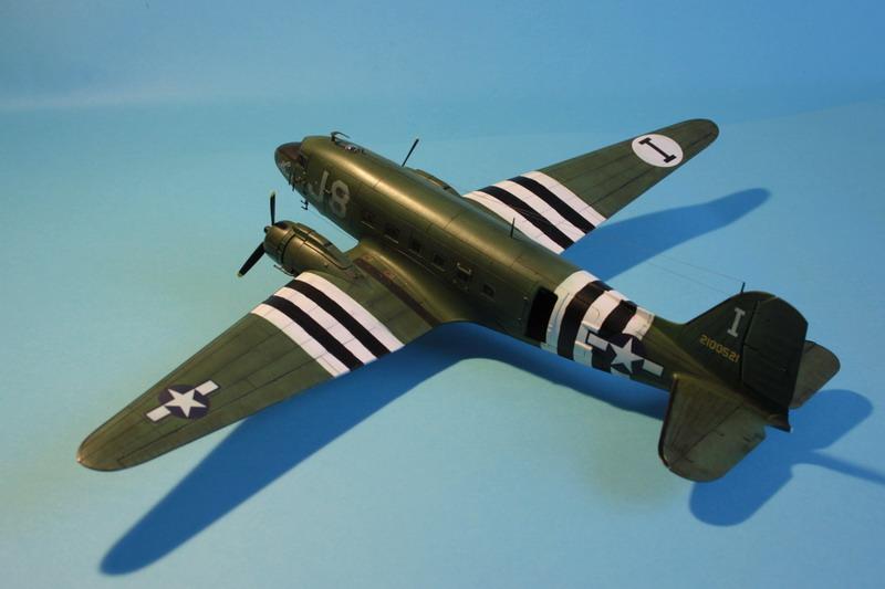 Douglas C-47 Dakota Mk III + véhicules et figurines ( Airfix 1/72 ) C47_1111