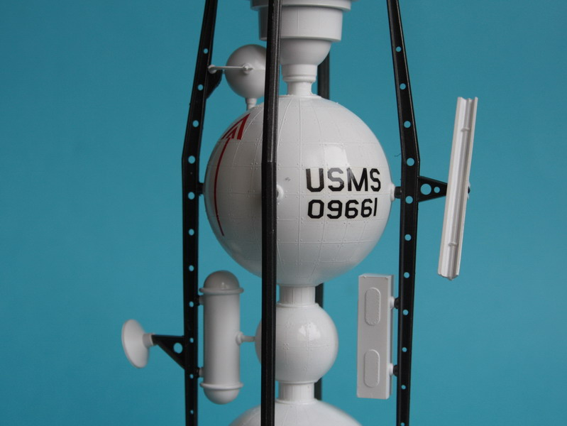 US Moon Ship de chez Lindberg : TERMINE ! ! ! - Page 3 Us_moo57