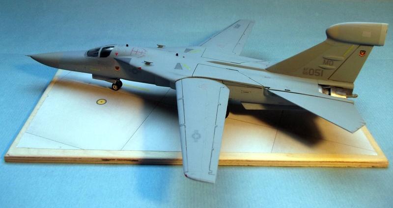 [Monogram] EF 111 Raven - Le corbeau de l'USAF au 1/72 Dscf7138