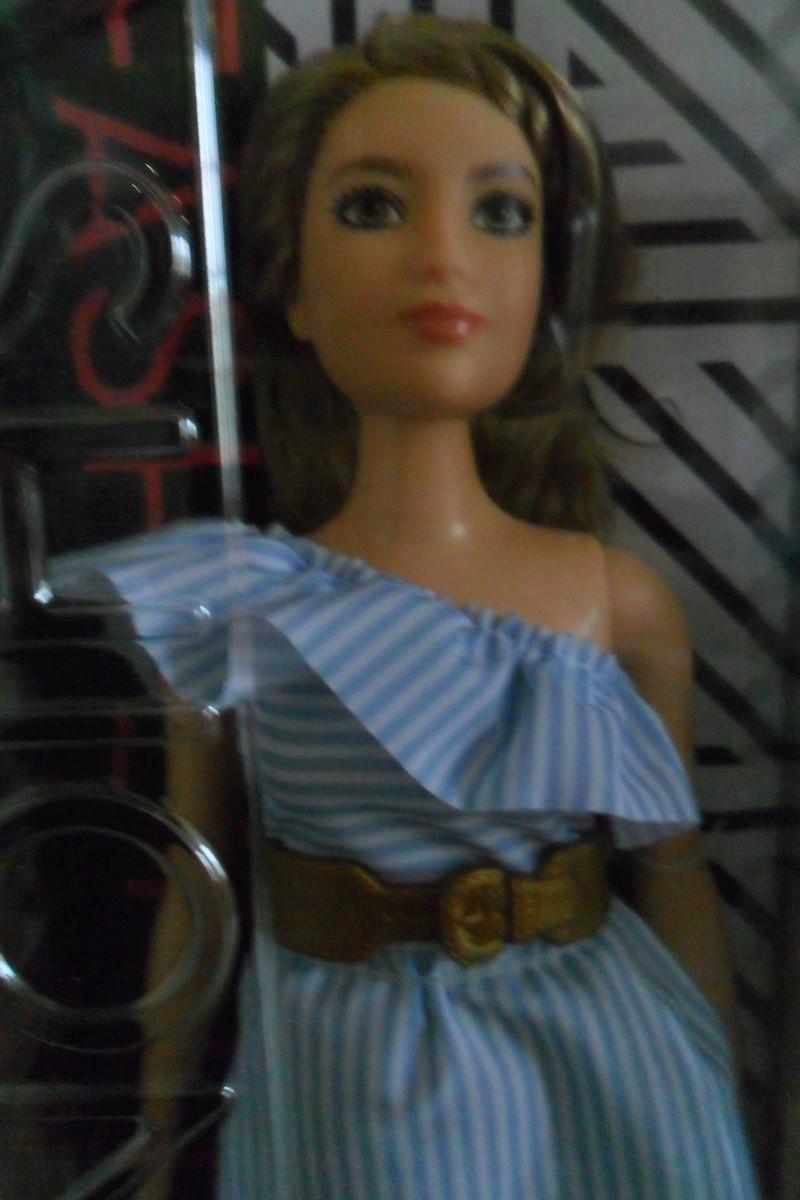 Mon premier amour poupesque : Barbie (Marni Senofonte, X Files et fashionistas) - Page 4 Sam_6321