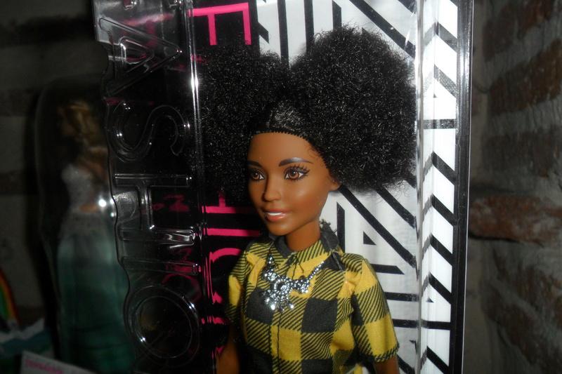Mon premier amour poupesque : Barbie (Marni Senofonte, X Files et fashionistas) - Page 4 Sam_6325