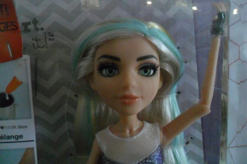 Parce qu'il n'y a pas que Barbie dans ma vie de collectionneuse ! Snapstar et Lol OMG Sam_6333