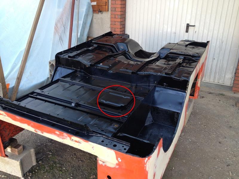 A quoi sert cette tôle sous la caisse d'une CJ7 ? Img_8310