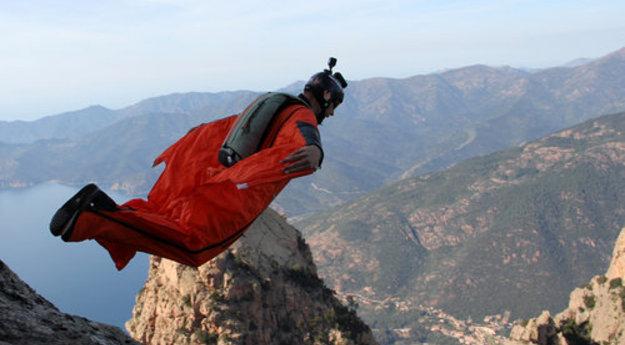 """Accident mortel de """"Wingsuit"""" : L'adjudant Serge Leroy sera inhumé à Calvi 17033110"""